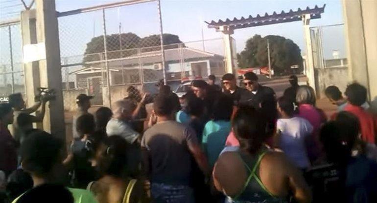 Situación crítica en cárceles brasileñas por una disputa entre bandas.