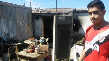 una vela ocasiono el incendio de cuatro viviendas en kilometro 8: las perdidas fueron totales