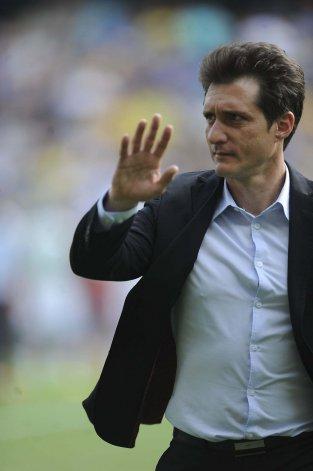Guillermo Barros Schelotto comenzó a delinear el equipo que se presentará el domingo en Tucumán.