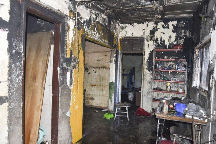 Las pérdidas fueron totales en las cuatro viviendas de las ex gamelas de los trabajadores petroleros de Kilómetro 8.