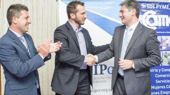 El presidente de la Cámara de Comercio Alexis Tögel; el secretario de Gobierno, Máximo Naumann, y el responsable de Relaciones Institucionales de CAME, Mauro González, firmaron el convenio de Centros Comerciales a Cielo Abierto.