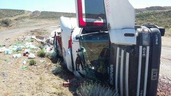 camionero lesionado fue trasladado al hospital regional tras el vuelco en ruta 3