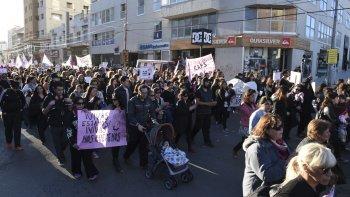 ¡vivas las queremos!: mas de 800 vecinos coparon el centro de comodoro