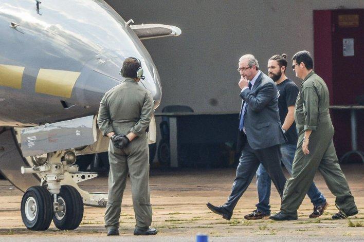 Capturan por corrupción a Cunha.