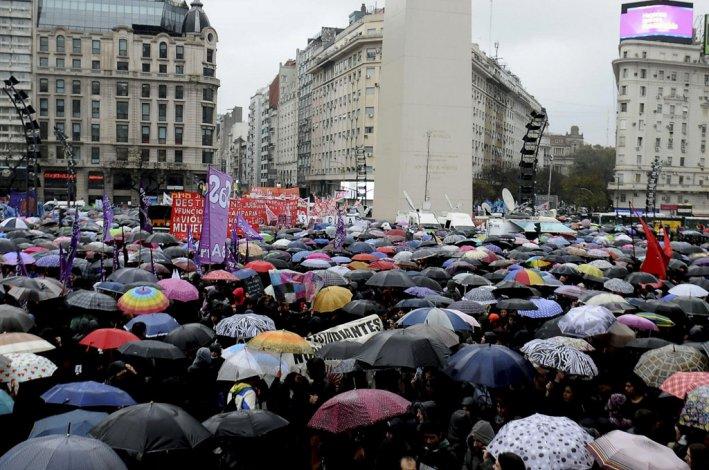 Marcha NiUnaMenos desde el Obelisco a Plaza de Mayo.