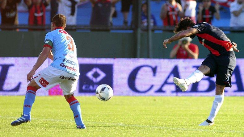 Martín Cauteruccio viene de marcarle tres goles a Arsenal de Sarandí.