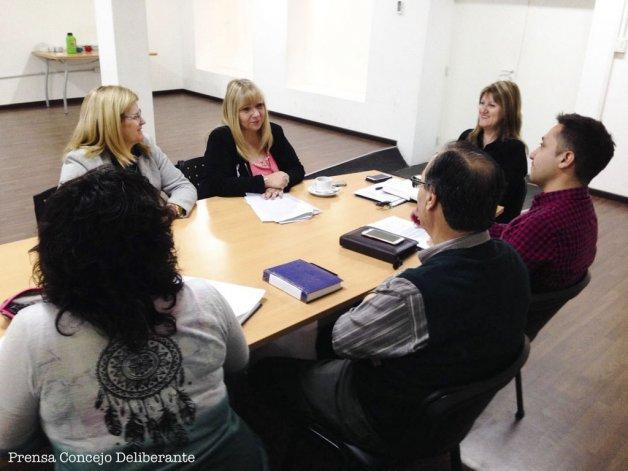 La reunión que la comisión de salud del Concejo mantuvo ayer con la responsable del Centro Luis Braille.