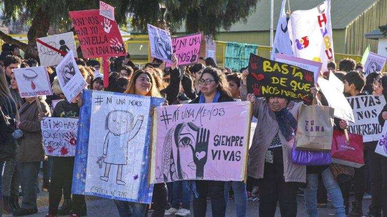 """""""Ni Una Menos"""" fusionó reclamos  por una ley de violencia de género,  aborto libre y educación integral"""