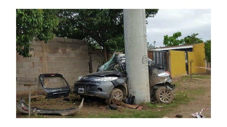 Murieron al embestir un poste con un auto robado