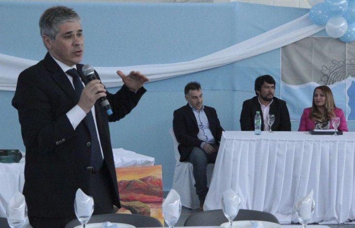 El vicegobernador Pablo González presidió el acto institucional alusivo al 57° aniversario de Lago Posadas.