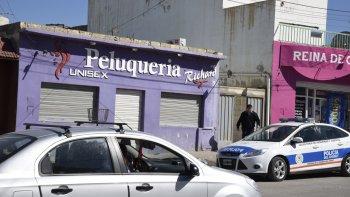 La Brigada de Investigaciones allanó la casa del peluquero que según se presume suministraría armas a Los Nieves.