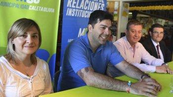 Stella Maris Santellla, Pablo Fernández, Matías Granillo y Andrés Guillerme invitaron a la comunidad a sumarse a la jornada de limpieza de la costanera.