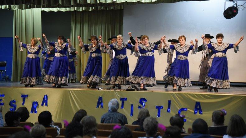 En el Aula Magna de la Universidad Nacional de la Patagonia San Juan Bosco se realizó la Muestra Anual 2016 por el XIX Encuentro de Adultos Mayores de Comodoro Rivadavia.