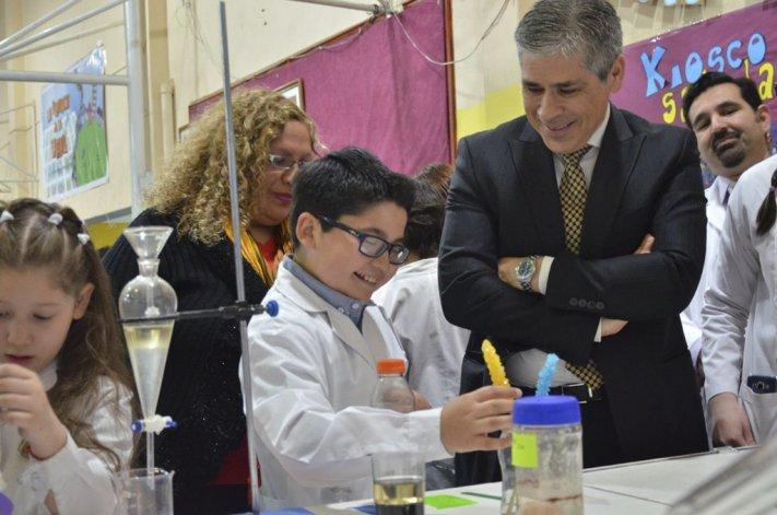 El vicegobernador Pablo González y la coordinadora de Ciencias y Tecnología