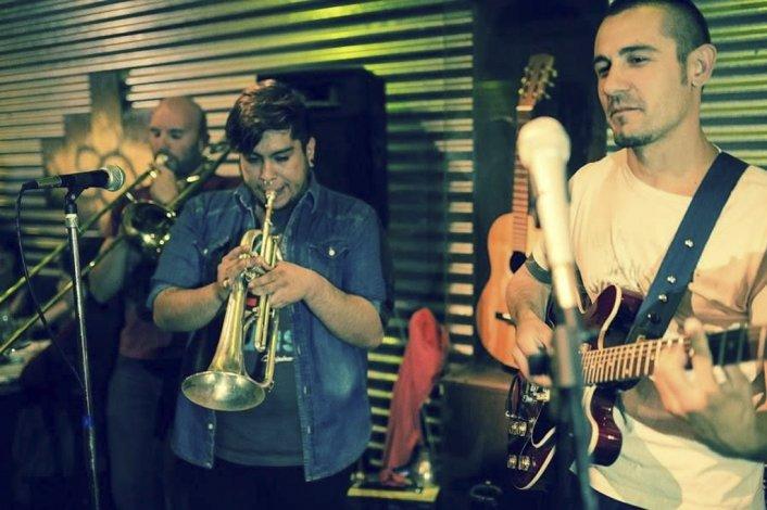 La Huérfana Orquesta acaba de grabar su primer disco La Casa de Citas y lo presentará el viernes 11 de noviembre en el Boisson Pub.