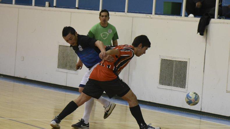 El fútbol de salón continuará esta tarde con sus torneos oficiales.
