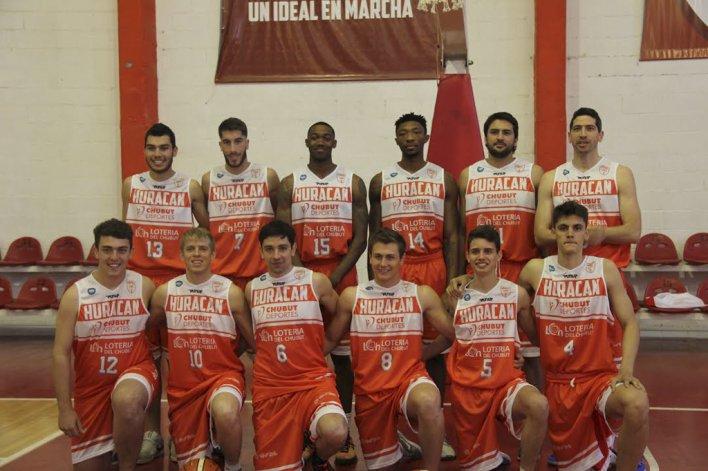 El plantel de Huracán de Trelew que participará de una nueva temporada del Torneo Nacional de Ascenso.