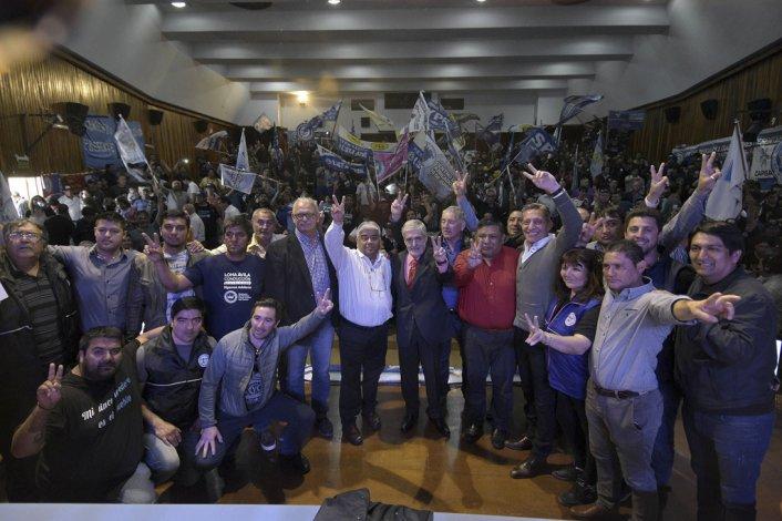 La presencia de los trabajadores petroleros en el Centro Cultural José Hernández de Rawson.