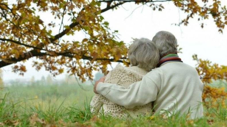 Las mujeres argentinas tienen 6 años más de esperanza de vida que los hombres