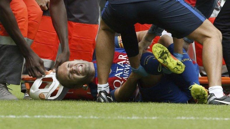 Iniesta se lesionó la rodilla y no pudo contener las lágrimas