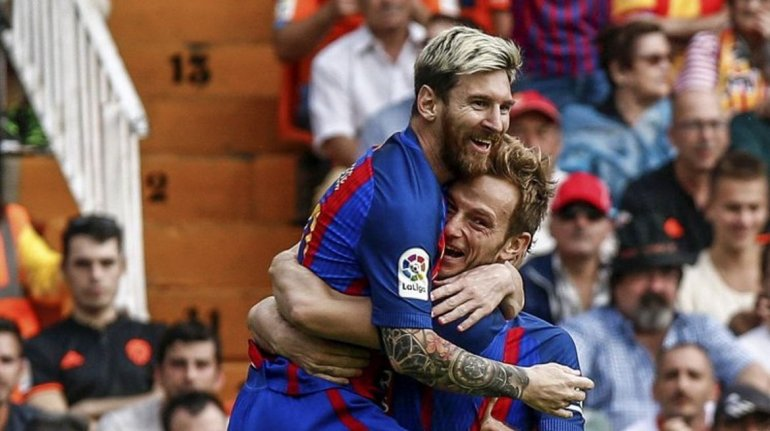 Barcelona venció a Valencia en un partido complicado