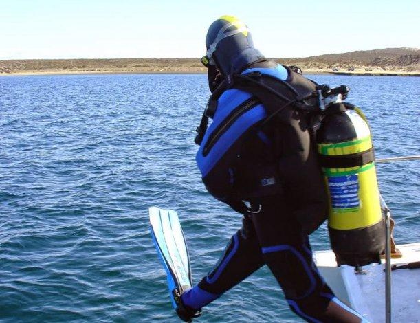 Las más de 10 agencias encargadas de realizar esta actividad proveen a los turistas de todo el equipo de buceo.