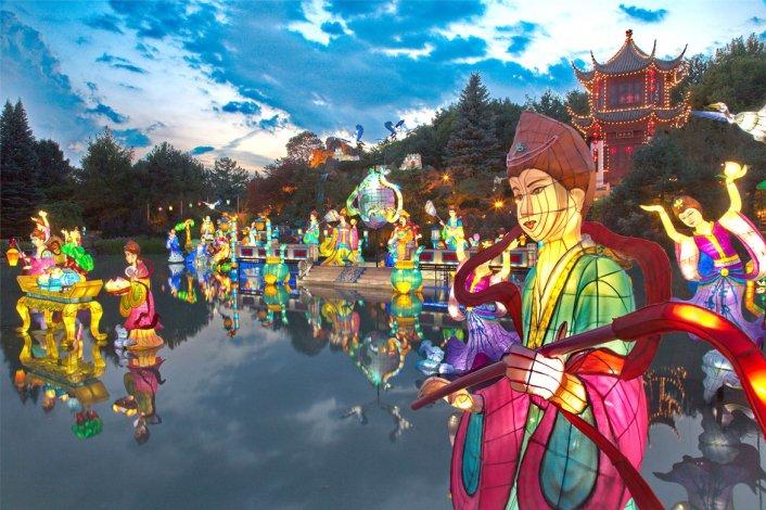 En el evento anual La magia de las linternas se puede disfrutar de setiembre a octubre.