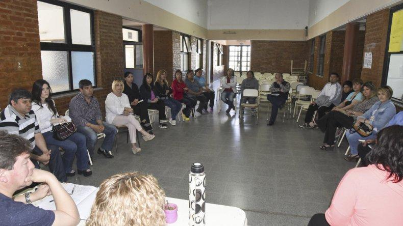 En la Escuela 738 se reunieron ayer y decidieron poner manos a la obra para comenzar a implementar estrategias contra la inseguridad.