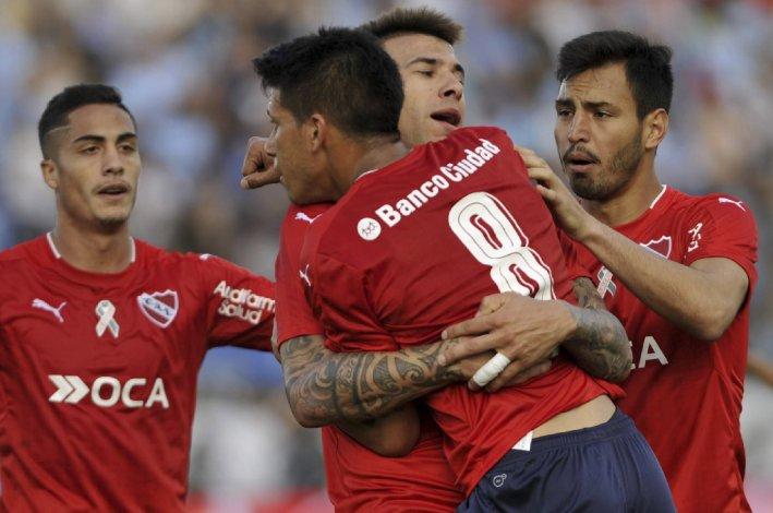 Los jugadores del Rojo festejan el gol en contra anotado ayer en terreno del Gasolero.