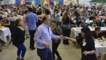 Alrededor de 900 personas participaron de la fiesta de clausura del XIX Encuentro de Adultos Mayores se desarrolló en el club Huergo.