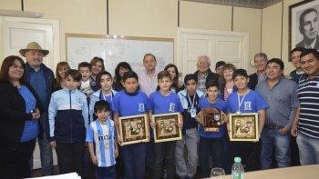 el intendente recibio al equipo de futsal infantil racing comodoro