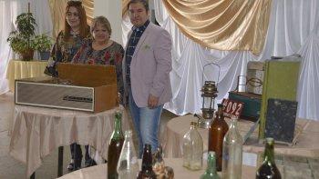 Miembros de la comisión del Museo de los Recuerdos invitaron a los vecinos de Caleta Olivia a sumar sus donaciones para graficar a la juventud cómo se vivía en otros tiempos.