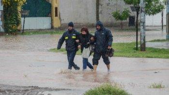 temporal en neuquen: hay evacuados y suspendieron las clases