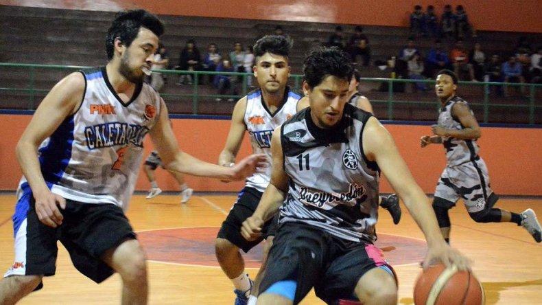 Escuela Municipal Caleta Olivia derrotó 92-65 a Municipal Pueyrredón en partido de Primera división.
