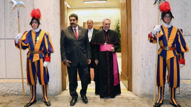 La única imagen que se difundió es del presidente de Venezuela saliendo de la Santa Sede.