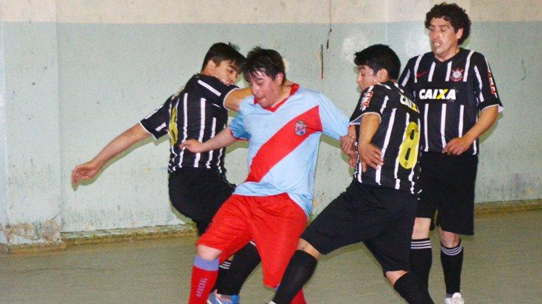 Real Sur le ganó 3-2 a Arsenal por la categoría A4 del torneo Clausura del fútbol de salón.