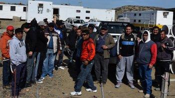 El primer grupo de obreros que se hallaban desocupados fue incorporado ayer a CPC para reactivar la obra de la Autovía.
