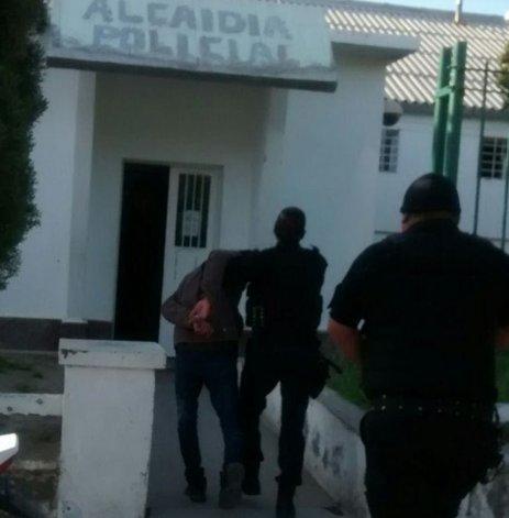 Javier Lezcano ayer a las 9 ingresaba a la alcaidía de donde se fugó el 12 de octubre tras limar los barrotes de la ventana de su celda.