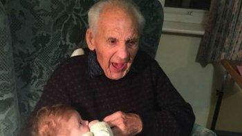murio el mismo dia y a la misma hora en que nacio, pero 103 anos despues