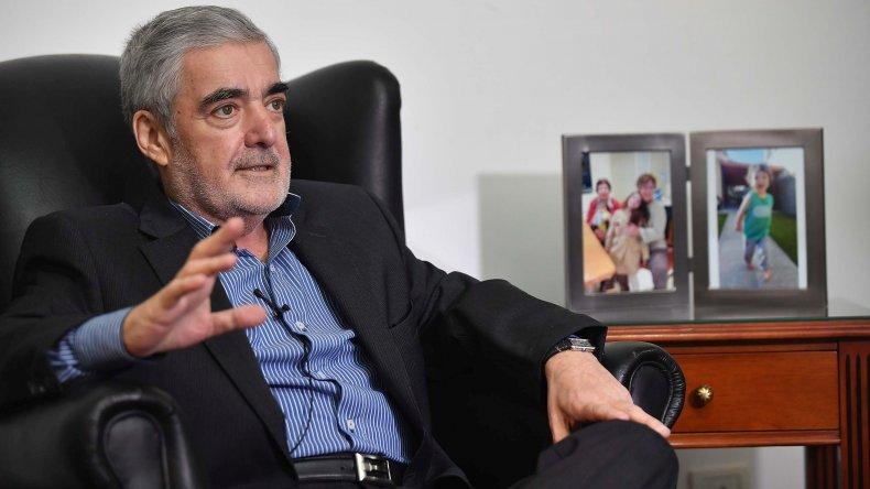 El gobernador Das Neves cuestionó un posible recorte presupuestario nacional al CONICET