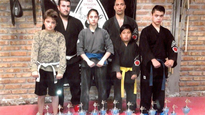 Parte de la escuela de artes marciales abiertas Tao Dragón Kay que compitieron en el municipal 1.