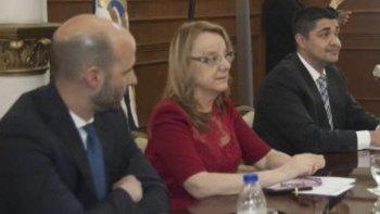 La gobernadora Alicia Kirchner presentó el proyecto acompañada por el titular de la cartera política, Fernando Basanta, y el secretario de Seguridad, Lisandro de la Torre.