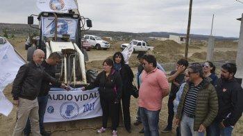 Miembros de la comisión directiva del Sindicato Petrolero, autoridades del IDUV de Pico Truncado y Distrigas, junto a afiliados, realizaron el tradicional corte de cintas, dando inicio a las obras.