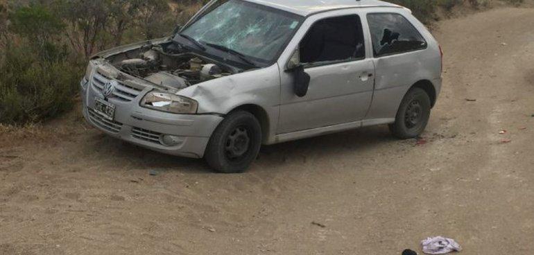 Encontraron un auto robado y desmantelado en la Bajada de los Palitos