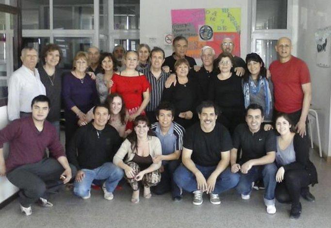 El grupo de participantes del taller de tango de la Universidad.