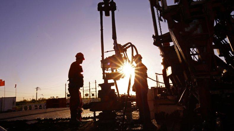 Los trabajadores petroleros negociarán un bono de fin de año.