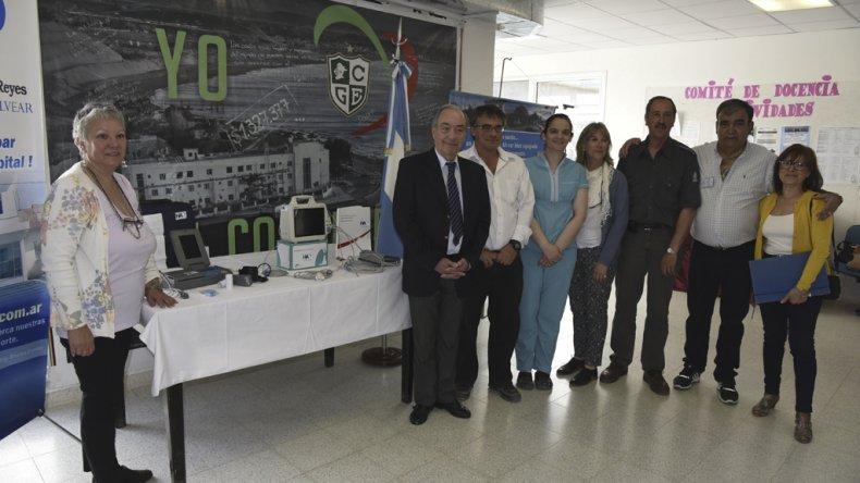 En un sencillo acto la Fundación Marcelino Reyes entregó elementos que serán utilizados en la práctica quirúrgica del Hospital Alvear.