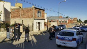Los allanamientos de ayer en el barrio Isidro Quiroga.