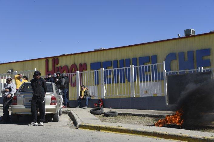 Segundo día de paro de los trabajadores del Hipertehuelche