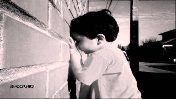 una nena de 2 anos jugaba a las escondidas pero todo termino mal